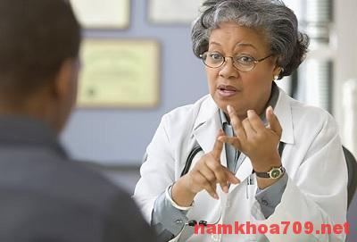Để chữa khỏi viêm tinh hoàn trái nên tới gặp bác sĩ chuyên khoa